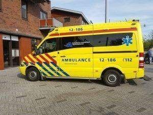 Als voetganger aangereden door een auto? Dan kunt u ernstig gewond raken. Schakel altijd medische hulp in na een ongeval. Bel een ambulance of ga direct langs uw huisarts.